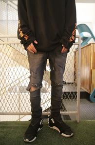 Black Denim Banding Zipper Pants<br>흑청톤의 데님소재<br>디스가공과 밑단의 지퍼디테일