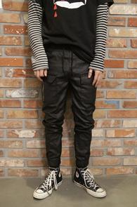 Black Coating Zipper Jogger Pants<br>블랙컬러의 코팅가공된 소재<br>편안한 착용감의 코팅 조거팬츠
