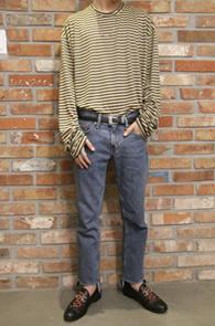 화이트품절입니다<br>Long Stripe Over Fit T-Shirts<br>박시한 핏감의 스트라이프 패턴<br>팔부분이 길게나온 롱 슬리브