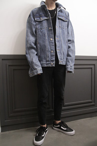Fear Vintage Blue Denim Jacket<Br>블루톤의 박시한 핏감<br>빈티지한 느낌의 데님 자켓