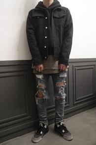 Fear Vintage Black Denim Jacket<br>블랙톤의 박시한 핏감<br>빈티지한 느낌의 데님 자켓
