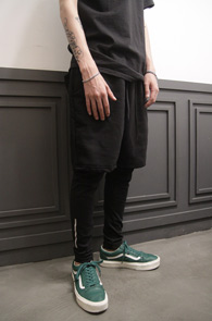 Black Leggins Layered Pants<Br>블랙컬러의 레깅스 팬츠<br>유니크한 디자인의 팬츠