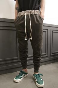 Khaki Shirring Jogger Pants<br>카키컬러, 셔링디테일<br>편안한 착용감의 조거팬츠