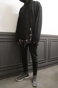 Black Front Zipper Hood T-Shirts<br>블랙컬러의 앞지퍼 디테일<br>지퍼로 포인트를 준 후드 티셔츠