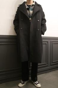 Black Over Fit Double Long Coat<br>블랙컬러, 울 아크릴 혼방소재<br>박시한 느낌의 롱 더블코트