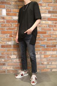 Black Basic Half T-Shirts<br>앞뒤 비대칭 기장감<br>레이어드 코디에 활용도 높은 티셔츠
