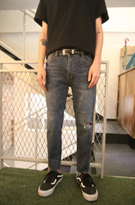 Mid Blue Washing Crop Denim Pants<Br>중청톤의 워싱된 컬러감<br>크롭트기장감의 스판 데님팬츠