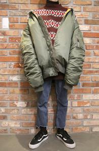 Khaki Over Fit MA-1 Jacket<br>카키컬러, 덕다운 안감<br>박시한 핏감의 항공점퍼