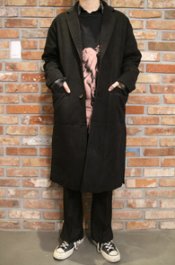 Black Single Over Fit Coat<br>블랙컬러, 오버핏<br>사이드 트임 디테일의 싱글코트