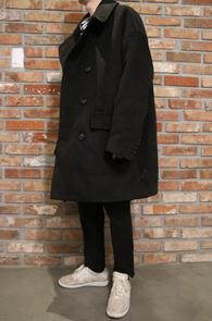 2 Color Over Fit Half Coat<br>블랙과 베이지 두가지 컬러<br>박시한 핏감의 오버핏 코트