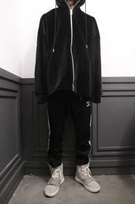 Black Velvet Overfit Hood Zipup<br>블랙컬러의 박시한 핏감<br>오버핏으로 제작된 벨벳후드집업