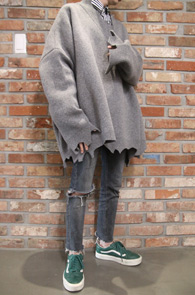 Grey Super Over Fit Destroyed Knit<br>그레이컬러,박시한 오버핏감<br>디스트로이드 디테일의 니트