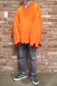 Orange Super Over Fit Destroyed Knit<br>오렌지컬러, 박시한 오버핏감<br>디스트로이드 디테일의 니트