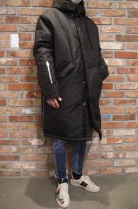 Black Zipper Point Long Padding Jacket<Br>블랙컬러의 오버핏감<br>지퍼디테일의 롱패딩