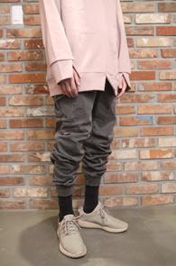 2 Color Pigment Cargo Jogger Pants<Br>블랙과 그레이 두가지 컬러<br>피그먼트 워싱의 조거 카고팬츠