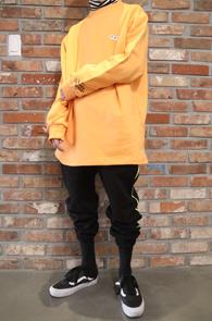 2 Color 730 Box Fit MTM<BR>블랙과 오렌지 두가지 컬러<BR>박시한 핏감의 맨투맨