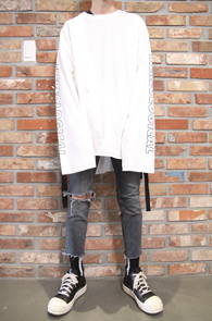 White Box Fit Taping T-Shirts<br>박시한 핏감, 테이핑 디테일<br>프린팅 디테일의 롱 티셔츠