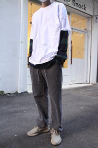 Layered Stripe Pocket T-Shits<br>스트라이프 패턴의 레이어드 디테일<br>빅포켓디테일의 티셔츠