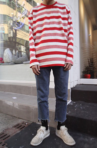 Red Embo Stripe T-Shirts<br>레드컬러의 스트라이프 패턴<br>베이직한 디자인의 스트라이프 티셔츠