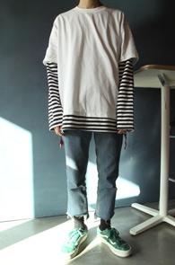 White Stripe Layered Zipper T-Shirts<br>박시한 핏감, 레이어드 디테일<br>사이드 테이프 지퍼 포인트의 티셔츠