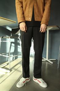 Black Spring Slacks Pants<Br>베이직한 디자인, 블랙컬러<br>봄철 착용하기 좋은 기본 슬랙스