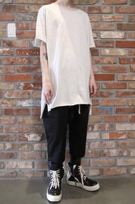 White Cutting Long Half T-Shirts<Br>화이트컬러,코튼소재<br>롱한 기장감의 반팔 티셔츠
