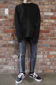 Black Unbalance T-Shirts<Br>블랙컬러, 소매 언발란스 디테일<br>베이직한 디자인의 기본 티셔츠