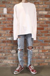 White Unbalance T-Shirts<Br>화이트컬러,소매 언발란스 디테일<br>베이직한 디자인의 기본 티셔츠