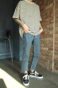 Ivory Stripe Over Fit T-Shirts<bR>스트라이프 패턴, 박시한 핏감<br>베이직한 디자인의 기본 티셔츠