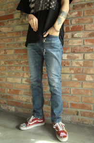 Mid Blue Washing Denim Pants<Br>중청톤의 워싱가공된 데님소재<br>베이직한 디자인의 워싱진