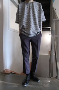 2 Color Embo Stripe Box T-Shirts<Br>블랙과 그레이 두가지 컬러<br>박시한 핏감의 스트라이프티셔츠