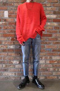 2 Color Cutting Knit<BR>블랙과 레드 두가지 컬러<BR>컷팅 디테일이 매력적인 기본니트