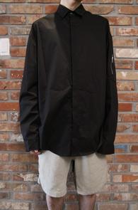 Black Over Fit MA-1 Shirts<br>블랙컬러, 박시한 핏감<br>항공점퍼 디테일의 기본 셔츠