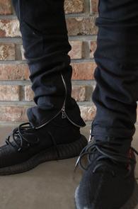 Black Zipper Banding Denim Pants<br>블랙컬러, 허리밴딩 디테일<br>지퍼 디테일이 돋보이는 데님팬츠