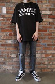 2 Color Sample Printing T-Shirts<Br>블랙과 화이트 두가지 컬러<br>위트있는 프린팅의 티셔츠