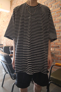 Vintage Stripe Box T-Shirts<br>스트라이프 패턴, 박시한 핏감<br>루즈핏의 디스트로이드가 들어간 티셔츠