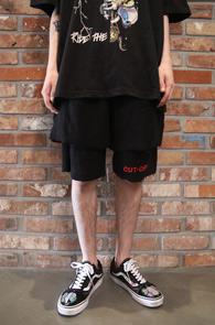 Black Cutting Layered Cut OFF Pants<Br>블랙컬러, 데끼 소재<br>레이어드 디테일의 컷팅 하프팬츠