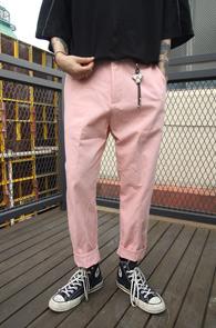 Pink Semi Fit Chinos Pants<br>핑크컬러, 세미 핏감<br>유니크한 컬러감의 치노팬츠