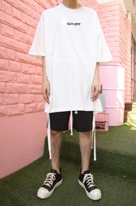 Cut Off Tape T-Shirts White<br>화이트컬러, 박시한 핏감<br>사이드 트임 디테일의 박스티셔츠