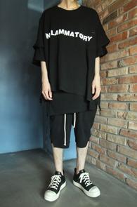 Black Super Over FIt T-Shirts<br>블랙컬러, 박시한 핏감<br>유니크한 스타일의 박스핏 티셔츠
