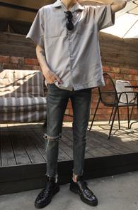 Beige Simple Half Shirts<br>베이지 컬러, 심플한 디자인<br>깔끔한 디자인의 하프 셔츠
