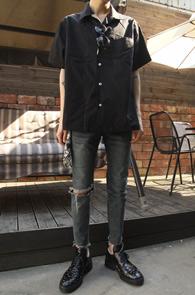 Black Simple Half Shirts<br>블랙 컬러, 심플한 디자인<br>깔끔한 디자인의 하프셔츠