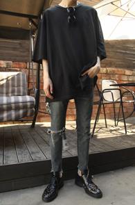 Over Fit Basic Black T-Shirts<br>블랙컬러, 박시한핏감<br>베이직한 디자인의 오버핏 티셔츠