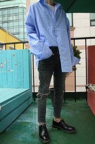 2 Color Stripe Over Fit Shirts<Br>블루컬러와 그레이 두가지 컬러<br>소매가 길게 내려오는 디자인의 커프스셔츠