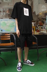 Black Anti social T-Shirts<Br>블랙컬러, 코튼소재<br>프린팅이 돋보이는 박시한 티셔츠