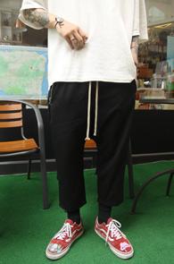 Black Zipper TR Baggy Pants<br>블랙컬러, TR소재<BR>주머니 지퍼 디테일의 배기팬츠