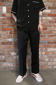 Black Banding Pocket Line Slacks<br>폴리소재, 허리 밴딩 디테일<br>편안한착용감의 주머니 포켓 슬랙스