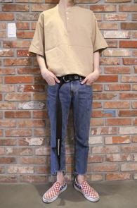 2 Color Henry Neck T-Shirts<Br>베이지컬러와 블랙 두가지컬러<br>깔끔한 디자인의 헨리넥 티셔츠