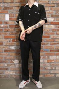 2 Color Line Half Shirts<Br>블랙과 화이트 두가지 컬러<br>파이핑 배색 디테일의 하프셔츠