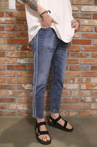 Side Line Washing Denim Pants<Br>사이드 라인 디테일, 워싱 컬러감<br>슬림한 핏의 사이드라인 팬츠